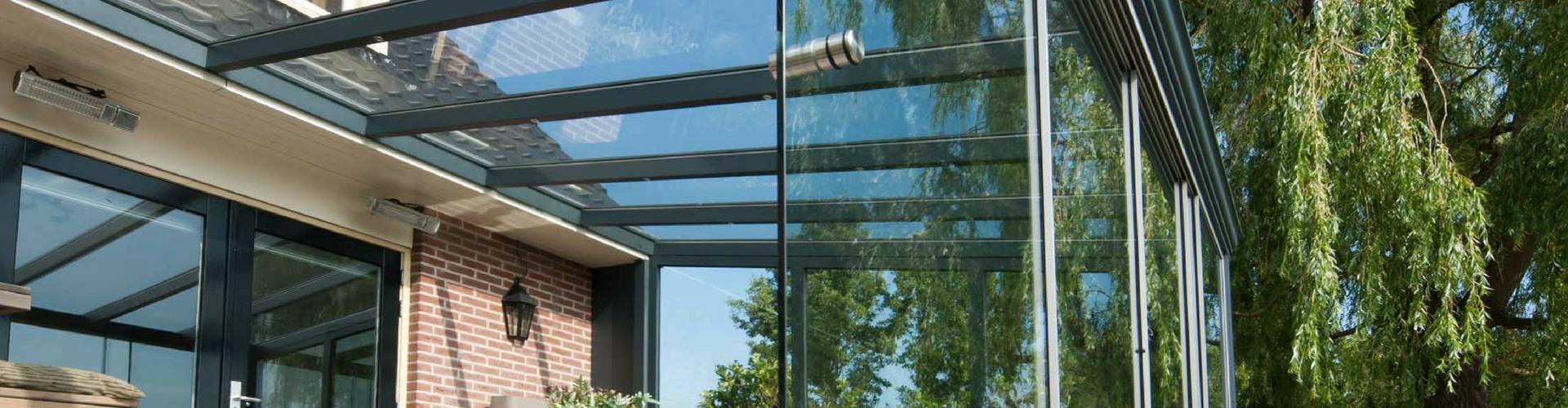 aluminium tuinkamer met  glazen dakbedekking