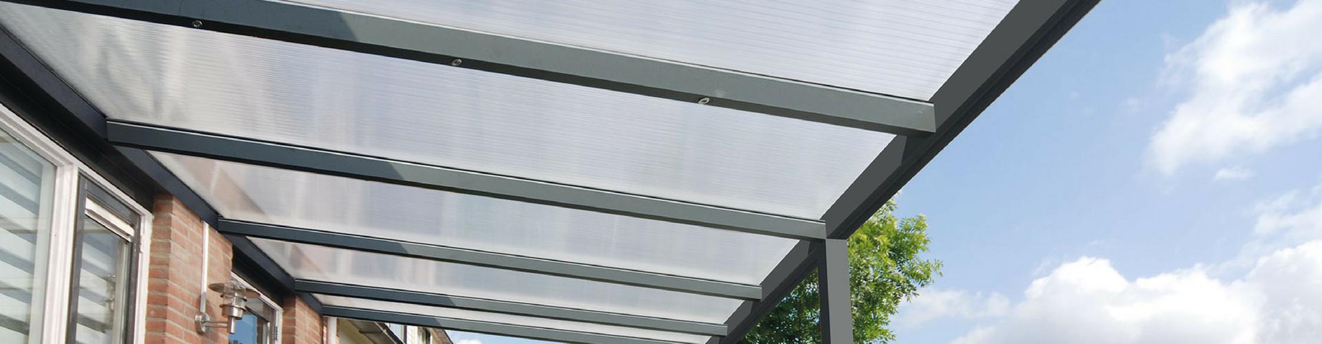 aluminium veranda met polycarbonaat dakbedekking