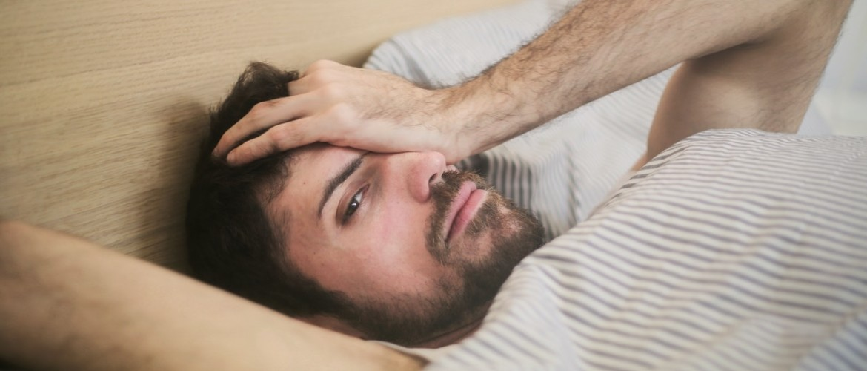 Slapeloze nachten kunnen leiden tot depressie. Zo voorkom je dat.