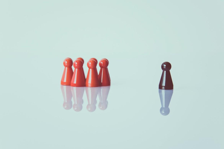 Alleen, eenzaam, isolatie, groep, sociaal, sociale eenzaamheid
