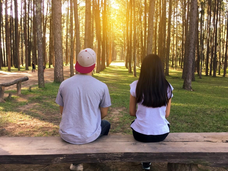 daten, afspreken, man en vrouw, natuur, verliefd