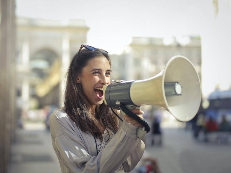 Megafoon, microfoon, schreeuwen, roepen, je uitspreken