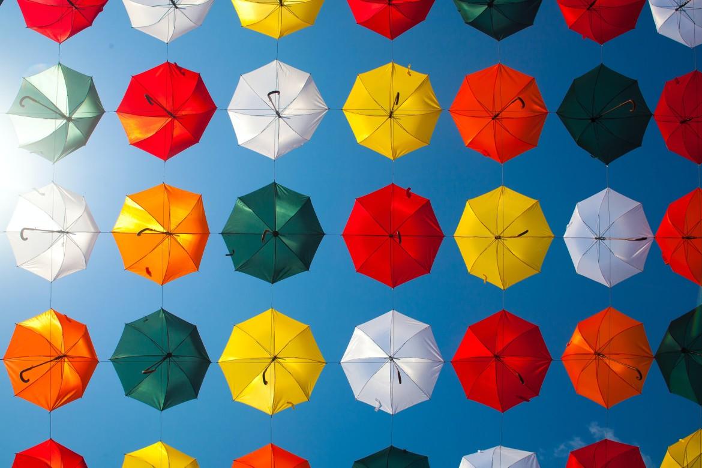 Paraplu, paraplus, kleuren, blauwe hemel, herhaling