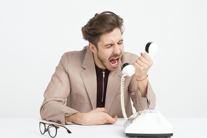 Slechte communicatie, boos, frustratie, irritatie, werk