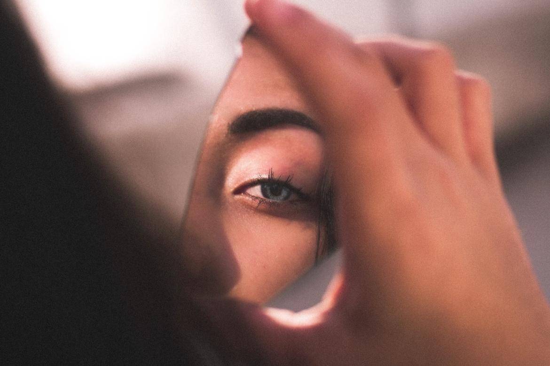 Spiegel, spiegelen, reflectie, reflecteren, eigenwaarde, analyse