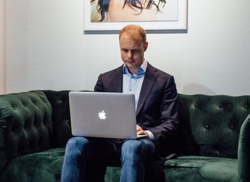 Tonny Loorbach, werk, laptop