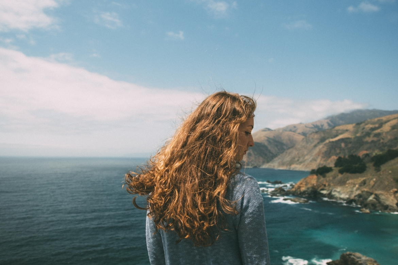 uitzicht, uitkijk, vrouw, zee, bergen