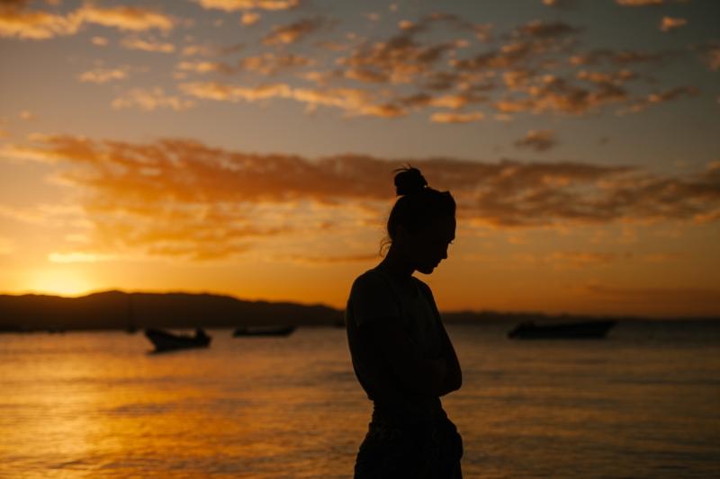 vrouw, alleen, uitzicht, vakantie, avond