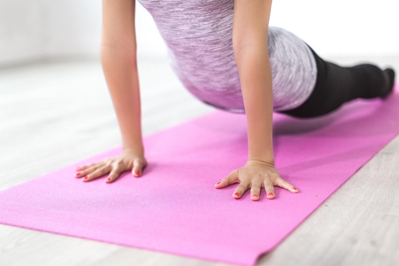 yoga, pilates, sporten, stretchen, yogamat