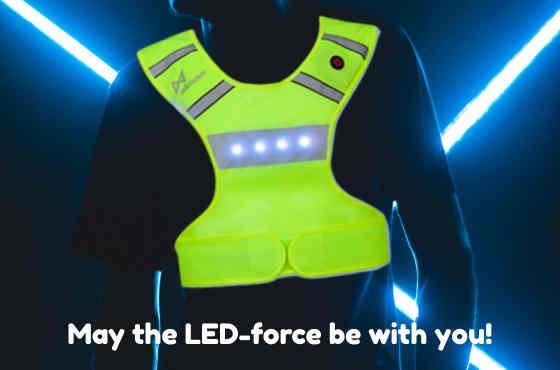 Het Wildsaver led vest is de beste hardloop verlichting met witte en rode verlichting en een oplaadbare accu