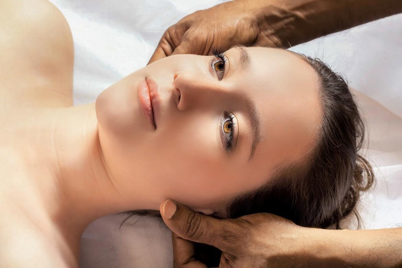 Een Ayurvedische massage is vaak wat duurder