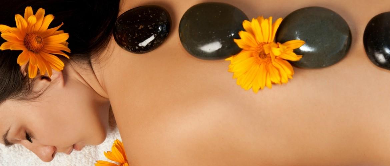 Hot Stone Massage ontspanning door verwarmende stenen
