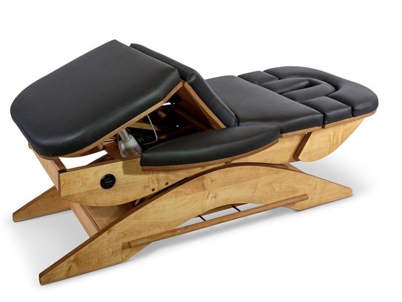 Knieën hoog op de Relax Sensation Massagetafel model Pro