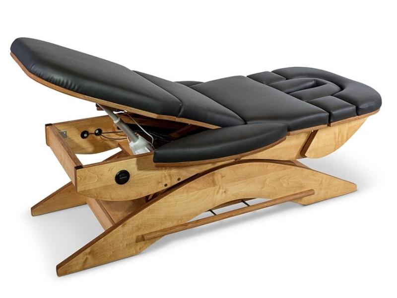 Benen gestrekt omhoog op de Relax Sensation Pro Massagetafel