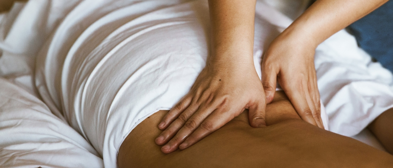 Zachte hulp bij rugpijn: massage als weldadige behandeling