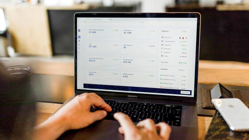 community building cursus review - Wederkerende inkomsten laptop