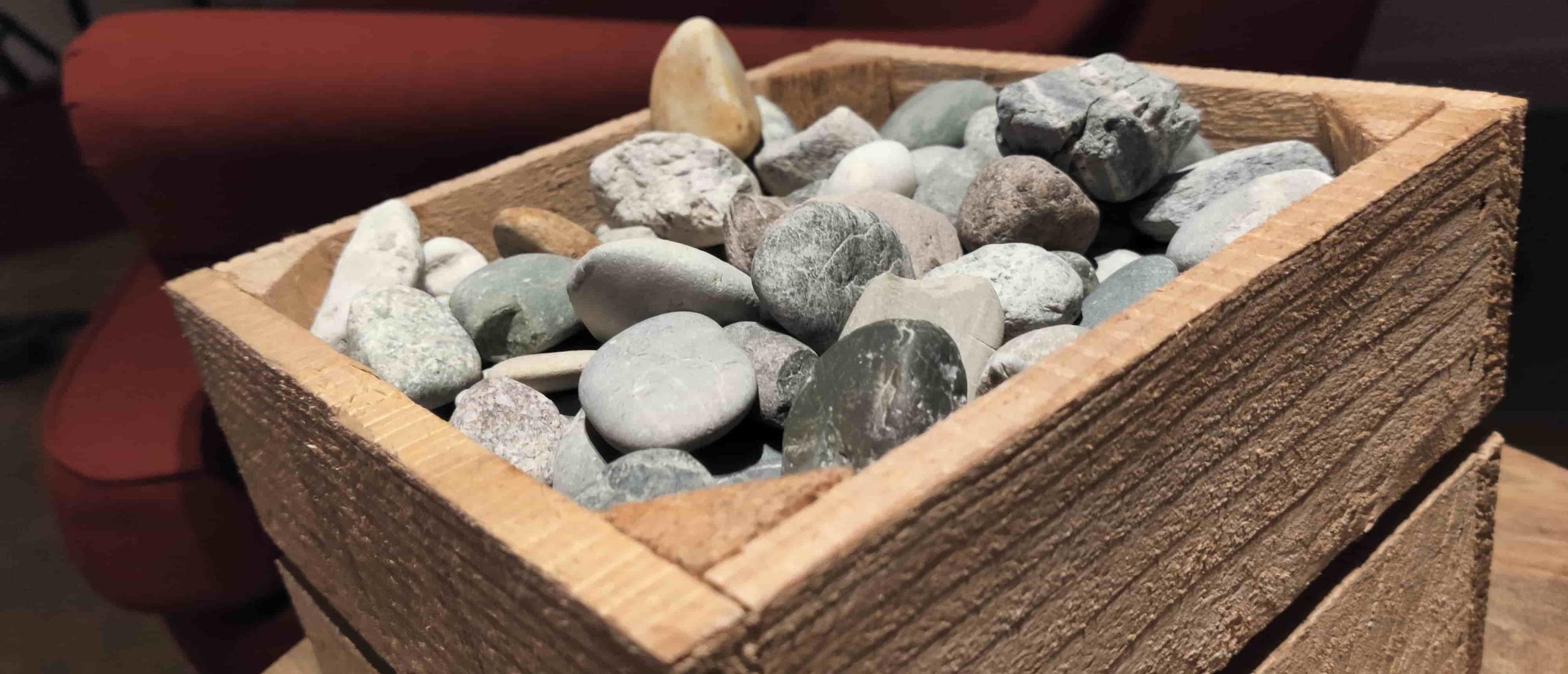 Focus op positiviteit in je leven: Steek een steen in je broek!