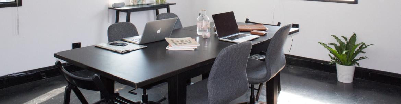 Pesten en werknemers met stress