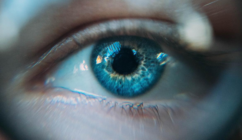 Een trillend ooglid door stress