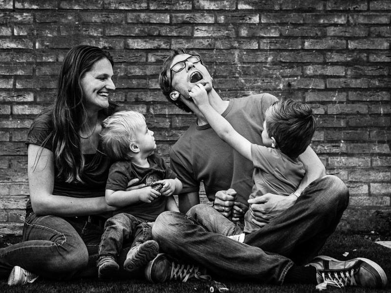 Ongeposeerde spontane familiefoto's en kinderfoto's