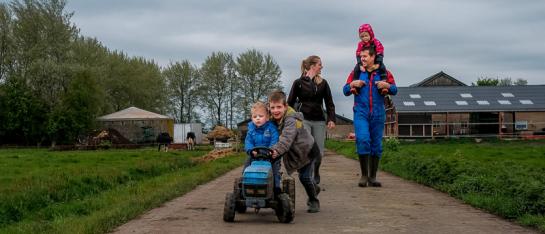 Documentaire familiefotograaf kinderfotograaf voor spontane ongedwongen gezinsfoto's