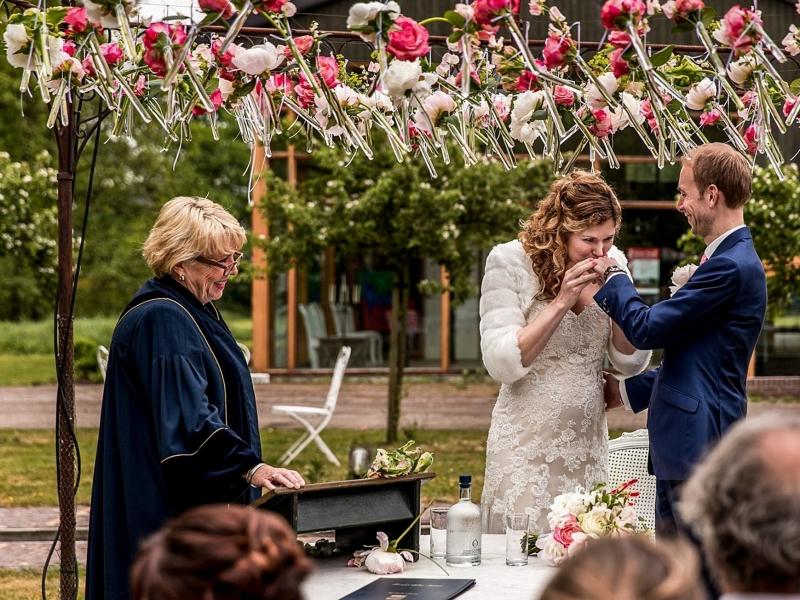 Bruidsfotograaf Delft voor spontane trouwreportages