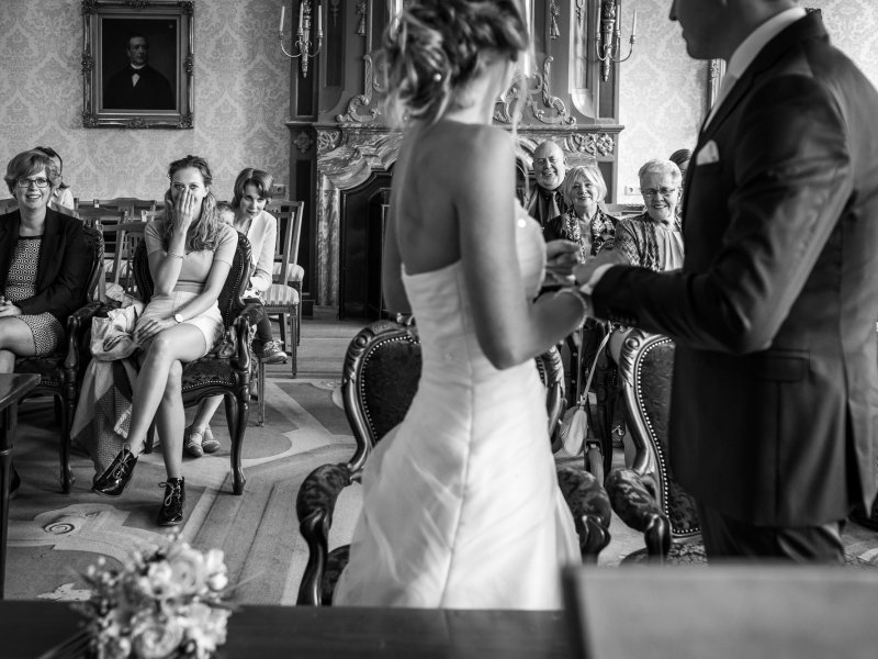Bruidsfotograaf Delft voor spontane trouwreportage