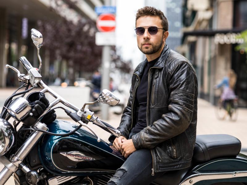 portret man met motorfiets kop van zuid