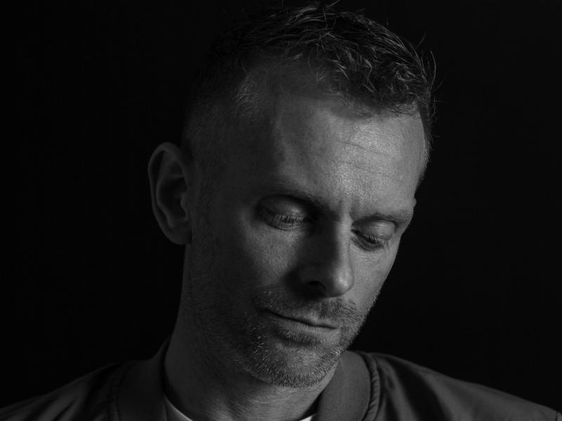 portret overdenking man zwart wit