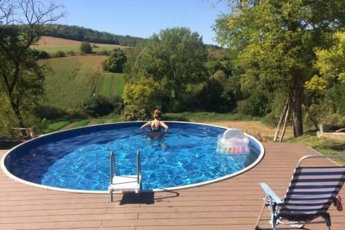 Prive zwembad bij Villa Otrabanda tijdens je schildervakantie in Hongarije.