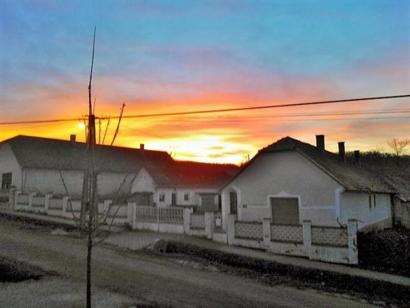 Villa Otrabanda tijdens zonsondergang