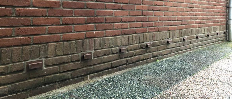 De beste manier om een vochtige muur te behandelen