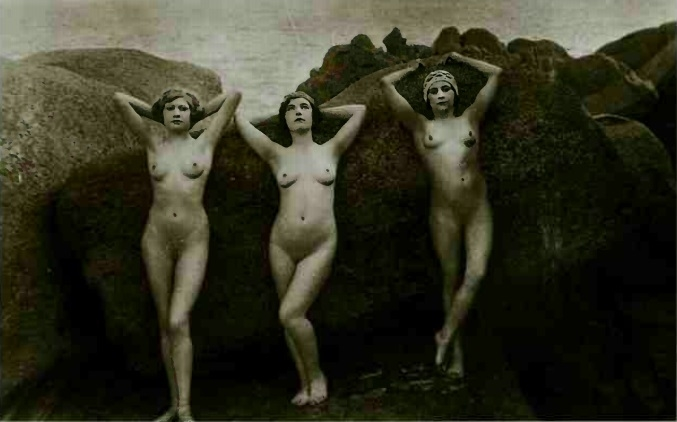 3 nudes photography