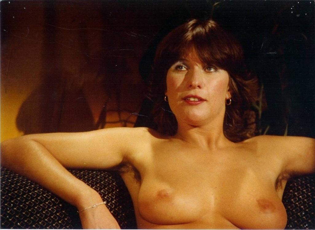 Diana de Koning posing Pruimenbloesem
