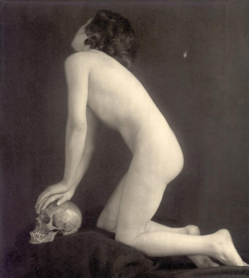 nude with a skull František Drtikol