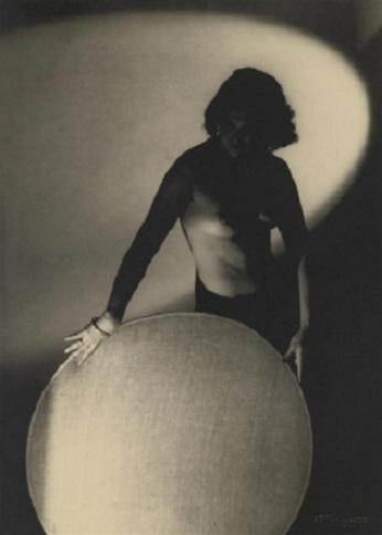 woman in light František Drtikol