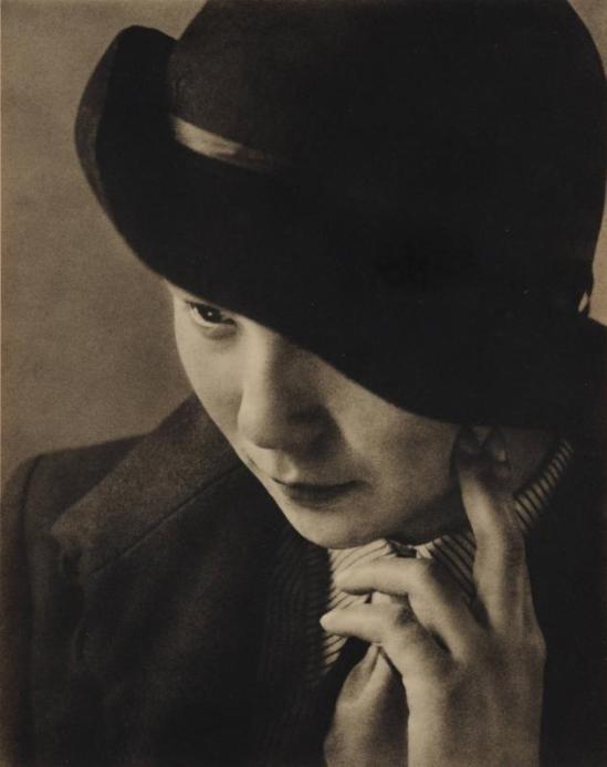 Yasuzō Nojima Female portrait of female sporting hat