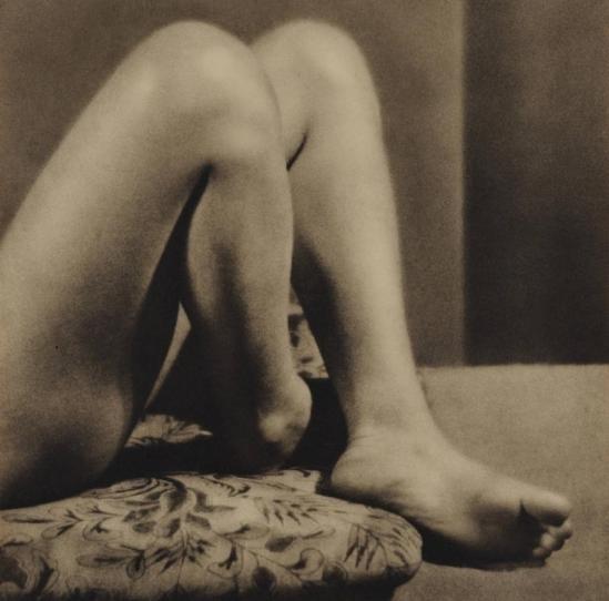 Yasuzō Nojima nude legs