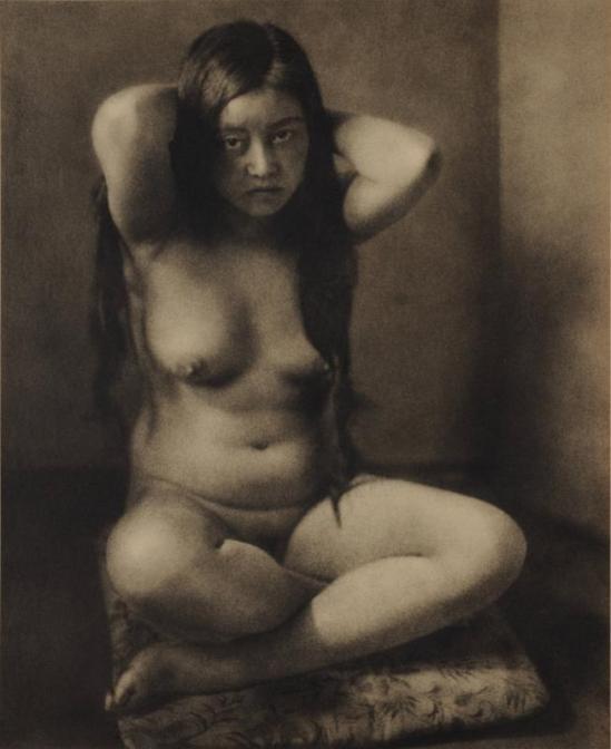 Yasuzō Nojima sitting nude