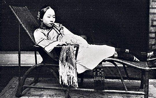 sing-song girls: Gelatin silver print 'Sai Jinhua, a famous courtesan in the late Qing Dynasty