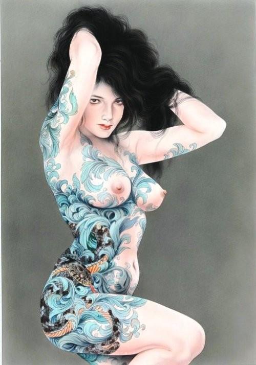 Ozuma Kaname painting with a sensual nude beauty sporting a large tattoo