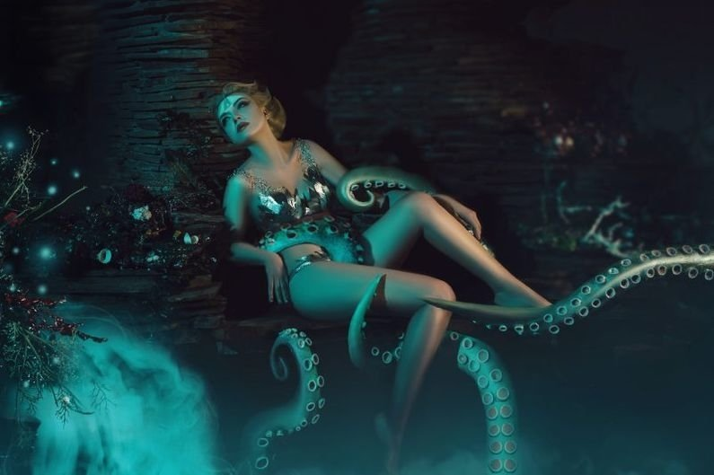 A queen lying in the arms of tentacles