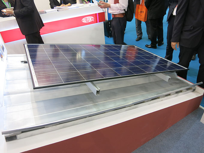 Dupont Polymer Backrail - mounted solar module