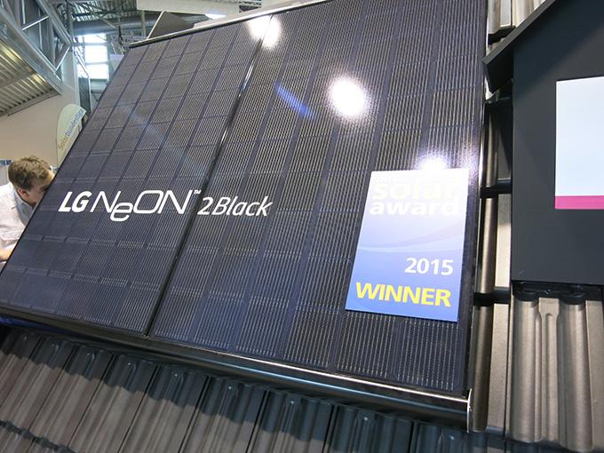 LG Neon black at Intersolar Munich 2015