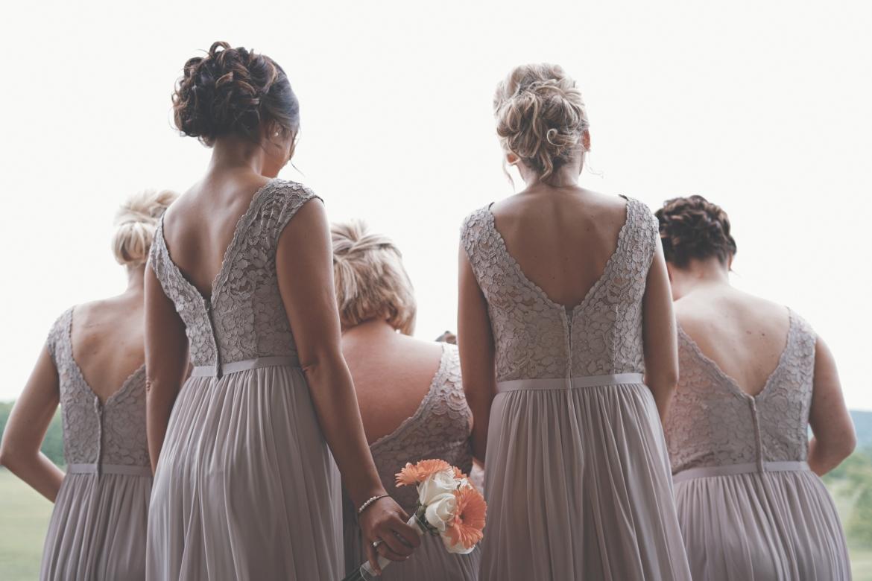 vrouwen-in-bruidsjurk-galajurk-figuur