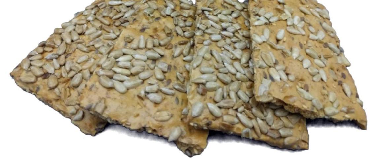 Koolhydraatarme crackers: Waar te koop én zelf crackers maken