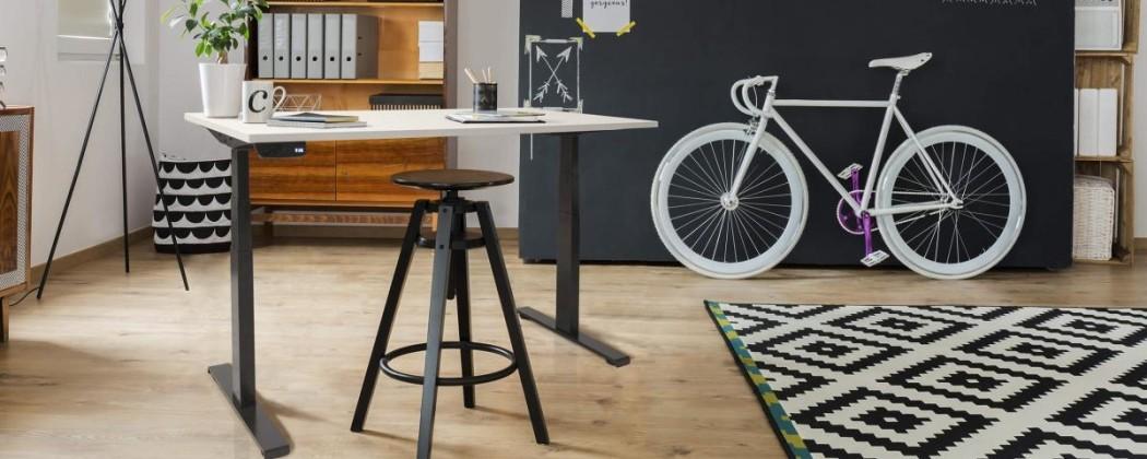 Hoe lang moet je staan achter een zit sta bureau?