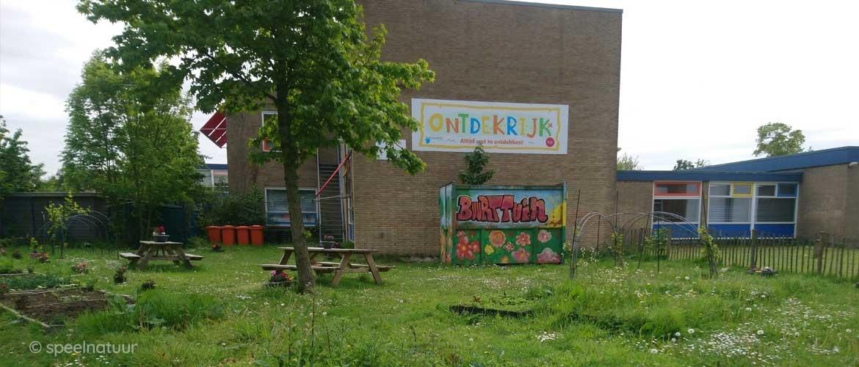 Hoe laat je de buurt helpen bij het onderhoud aan je groene schoolplein?