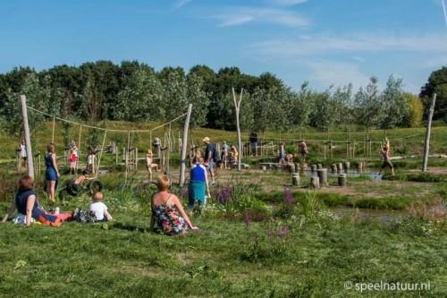 ontwerp van natuurspeeltuin tuin van de smid