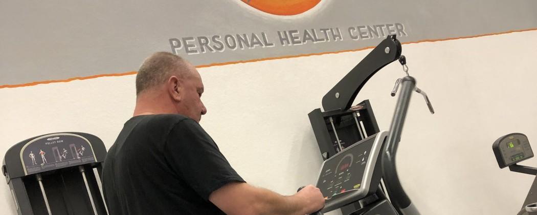 11 kilo lichter traint Albert ondanks zijn artrose elke week 2 x 10 km op de crosstrainer.